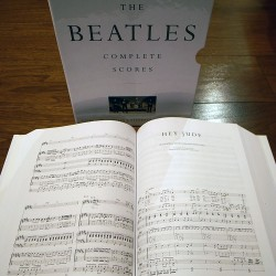 Beatles Complete Scores, abierto
